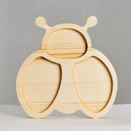 Tăviță din lemn masiv de molid, sub formă de albinuță, trei compartimente, vedere frontală studio.