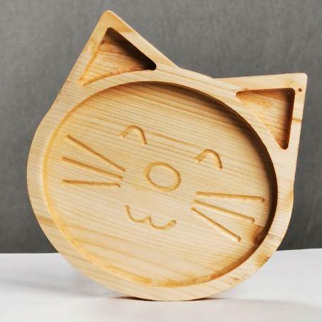 Tăviță din lemn masiv de molid, sub formă de pisicuță, vedere frontală studio.