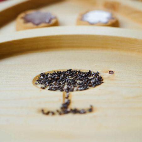 Tăviță din lemn masiv, sub formă de cățeluș, patru compartimente, vedere frontală detaliu 2
