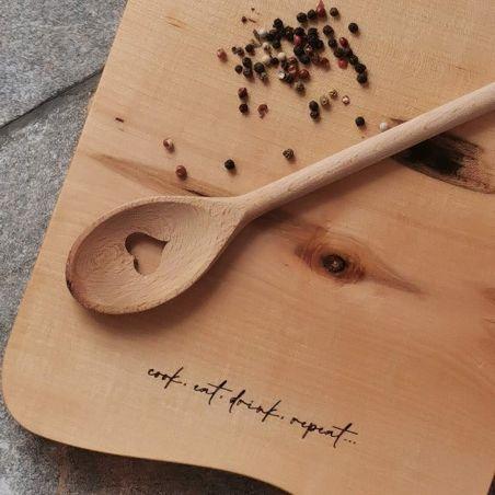 Tocător din lemn / fund de lemn personalizat, din lemn masiv, gravat laser, vedere detaliu 1
