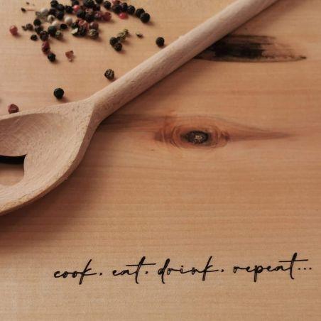 Tocător din lemn / fund de lemn personalizat, din lemn masiv, gravat laser, vedere detaliu 2