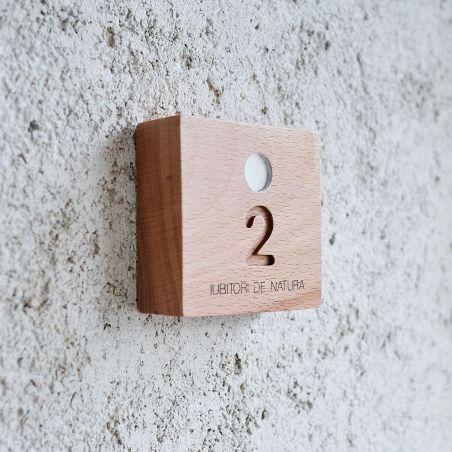 numar apartament din lemn masiv de fag, profil