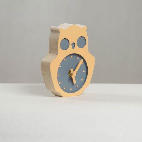 Bufnițel - ceas lemn masiv de birou / masa pentru copii, vedere laterală studio