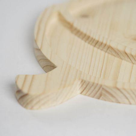 Tăviță din lemn masiv de molid, sub formă de alună, două compartimente, vedere detaliu.